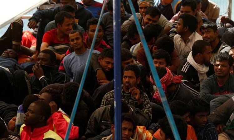 Σικελία: Λαθρεμπορικό πλοίο αποβίβασε 400 μετανάστες στις ακτές