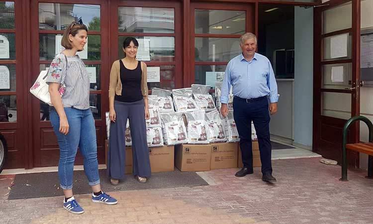 268 κιλά ζωοτροφών για τη φροντίδα των αδέσποτων παρέλαβε ο Δήμος Πεντέλης
