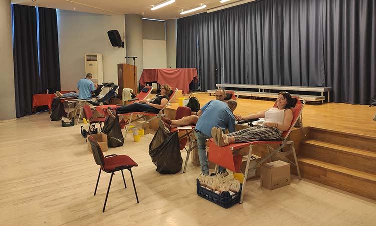100 εθελοντές αιμοδότες βρέθηκαν στο Πολιτιστικό Πολύκεντρο Δήμου Ηρακλείου Αττικής προσφέροντας το πολυτιμότερο δώρο