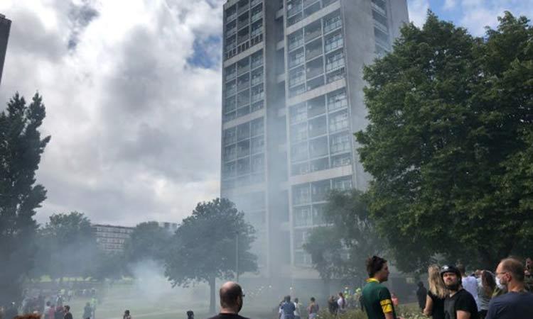 Φωτιά σε συγκρότημα πολυκατοικιών στο Λονδίνο