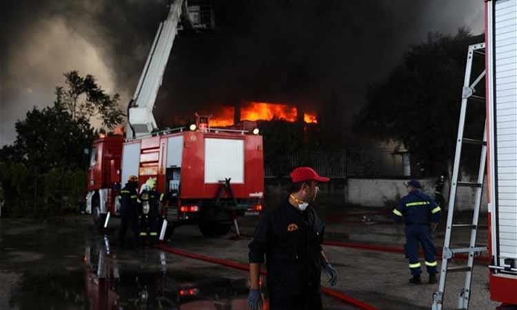 Μεταμόρφωση: Ενεργές εστίες φωτιάς στο εργοστάσιο – Κανονικά η κυκλοφορία