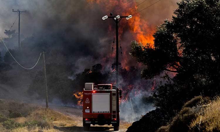 Φωτιά στην Κερατέα: Βελτιωμένη η εικόνα – Ερευνάται το ενδεχόμενο εμπρησμού