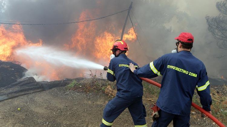 Μεγάλη πυρκαγιά στον Βύρωνα – Τέθηκε υπό έλεγχο μετά από ισχυρή επέμβαση της Πυροσβεστικής