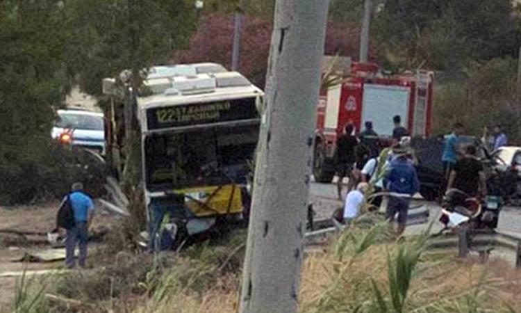 Σοβαρό τροχαίο λεωφορείου με Ι.Χ. στο Λαγονήσι – Ένας νεκρός