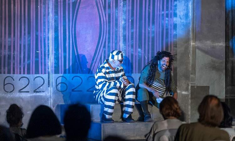 Άφθονο γέλιο χάρισαν οι πρωταγωνιστές της παράστασης «Η Ζωή Μετά» του Αρκά στους δημότες Αμαρουσίου