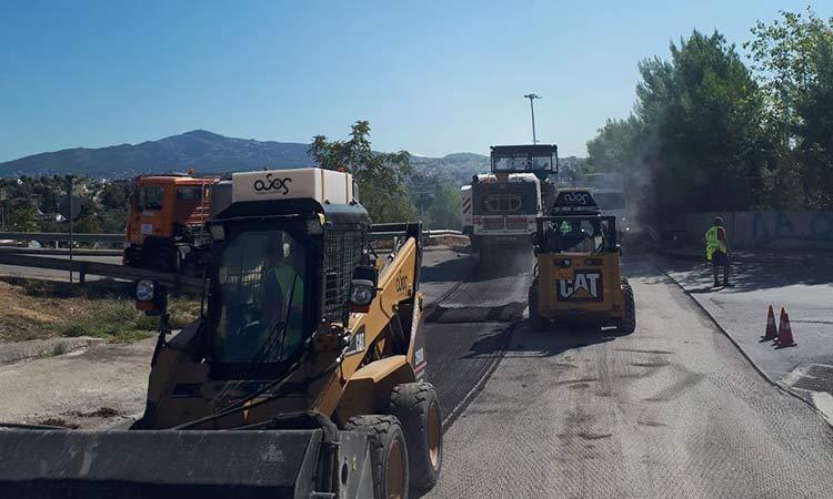 Σε εξέλιξη έργα βελτίωσης και συντήρησης του παράπλευρου οδικού δικτύου της Αττικής Οδού