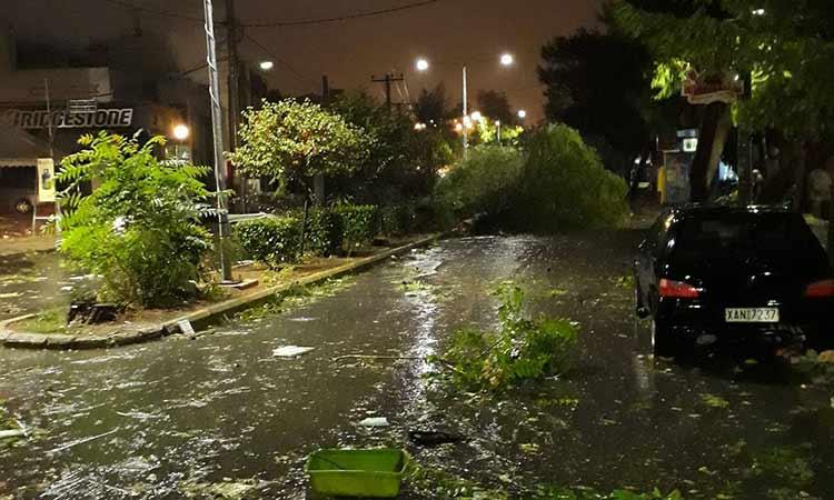 Ισχυρή βροχόπτωση έπληξε την Αττική – Ζημιές στο Ηράκλειο