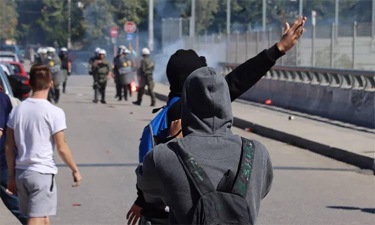 Εκτός των Τειχών Αμαρουσίου: Καταδικάζουμε τη βάρβαρη επίθεση των αστυνομικών κατά των μαθητών