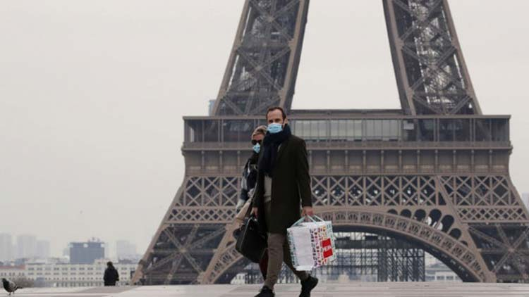 O κορωνοϊός «παρέλυσε» το Παρίσι – Άδειοι οι εμπορικοί δρόμοι ενόψει Χριστουγέννων
