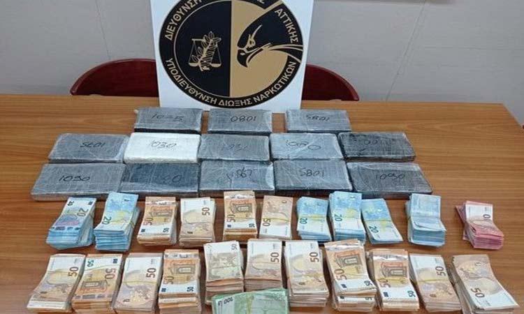 Κοκαΐνη 14 κιλών και 287.060 ευρώ εντόπισε η Αστυνομία σε φορτηγό από την Ιταλία