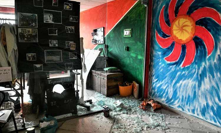 Πανεπιστημιούπολη: Οκτώ συλλήψεις στη φοιτητική εστία – Βρέθηκαν ναρκωτικά, καδρόνια και αντιασφυξιογόνες μάσκες