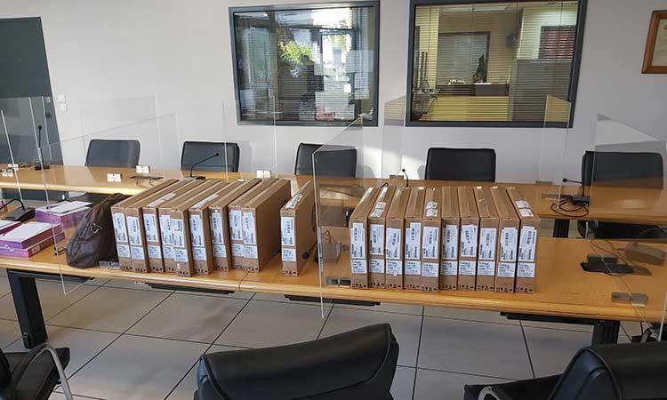 Ολοκληρώθηκε η παράδοση φορητών υπολογιστών στις διευθύνσεις σχολείων του Δήμου Αγίας Παρασκευής