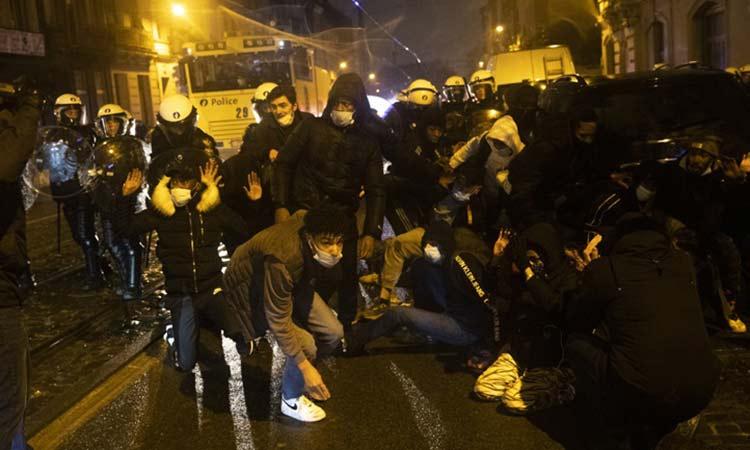 Βρυξέλλες: Επεισόδια σε διαδήλωση για τον θάνατο νεαρού σε αστυνομικό έλεγχο
