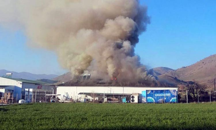 Ολοσχερής καταστροφή από φωτιά στο εργοστάσιο «Υφαντής στα Τρίκαλα