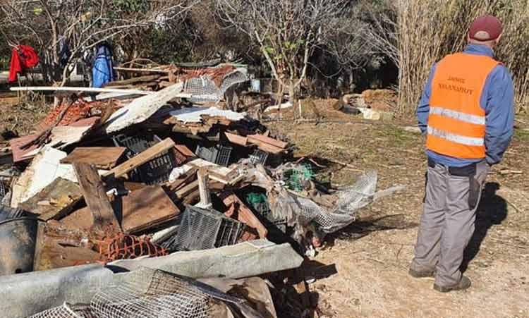 Επιχείρηση καθαρισμού του οικοπέδου των 30 στρεμμάτων επί της οδού Σαρανταπόρου στον Δήμο Χαλανδρίου