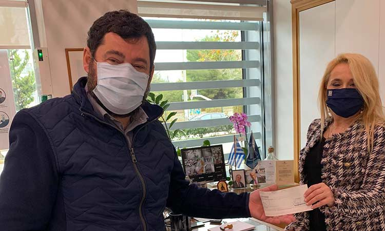 Επιταγή ύψους 800 ευρώ από τραπεζικό ίδρυμα για στήριξη μαθητών του Δήμου Λυκόβρυσης-Πεύκης