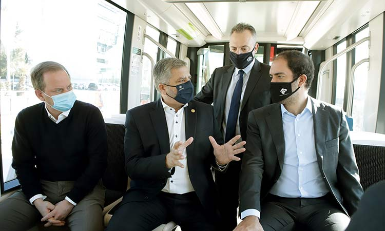 Παραδόθηκε στο επιβατικό κοινό η γραμμή του τραμ Μπάτης-ΣΕΦ