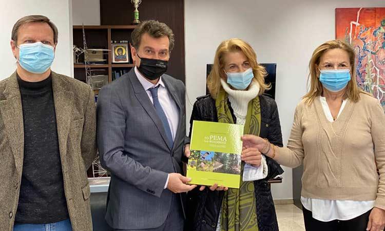 Βιβλίο για τον Ποδονίφτη, το ρέμα της Φιλοθέης, παρέλαβε ο δήμαρχος Δ. Γαλάνης