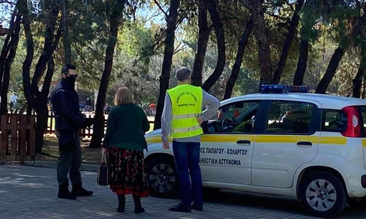 Συνεχείς έλεγχοι από τη δημοτική αστυνομία σε Παπάγο και Χολαργό για την τήρηση των μέτρων κατά της διασποράς του κορωνοϊού