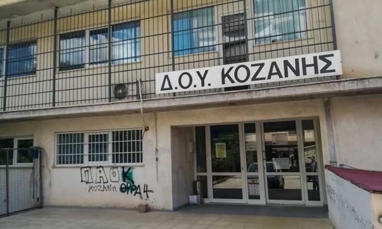 Κοζάνη: Σοκάρει ο δολοφόνος με το τσεκούρι – Συγκλονιστικές οι περιγραφές των θυμάτων που επέζησαν της επίθεσης στη ΔΟΥ