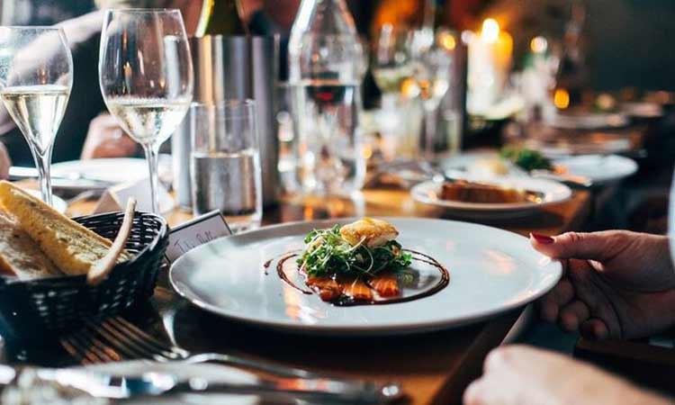 Θεσσαλονίκη: Τσουχτερό πρόστιμο σε πολυτελές εστιατόριο που λειτουργούσε «πριβέ»