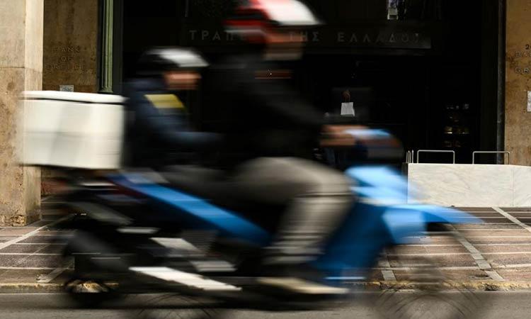 Καταγγελία-«βόμβα» για τις εταιρείες κούριερ: «Κρύβουν κρούσματα για να μην κλείσουν»