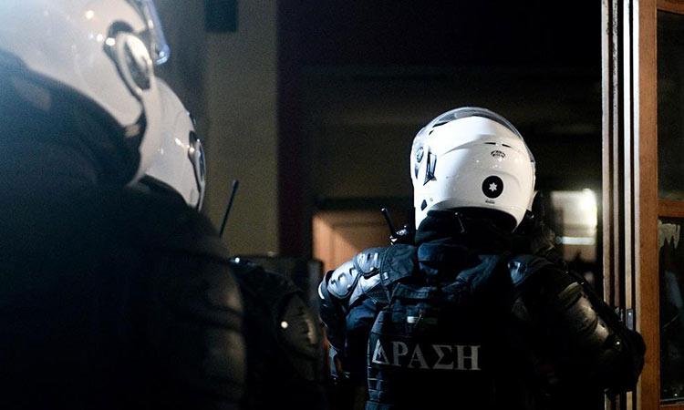 Μπαράζ επιθέσεων το βράδυ στην Αττική – Γκαζάκια στη ΔΟΥ Χολαργού