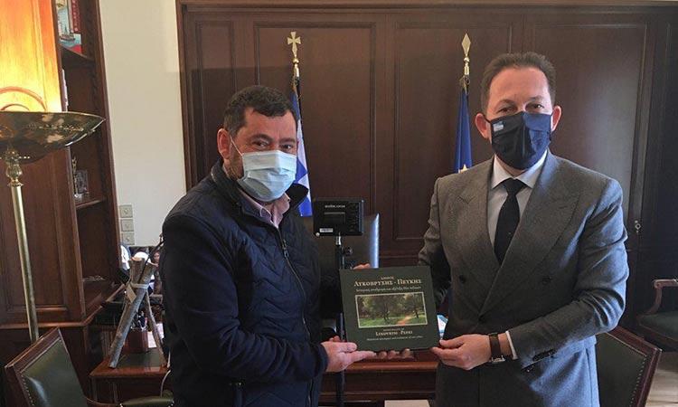 Συνάντηση με τον Στ. Πέτσα είχε ο δήμαρχος Λυκόβρυσης-Πεύκης Τ. Μαυρίδης