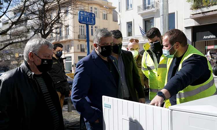 Επίβλεψη εργασιών εκσυγχρονισμού φωτεινής σηματοδότησης στην πλατεία Κολωνακίου από τον Γ. Πατούλη