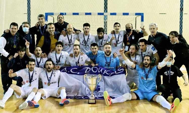 Πρωταθλήτρια Ελλάδος στο ποδόσφαιρο σάλας η ομάδα των Εκπαιδευτηρίων Δούκα