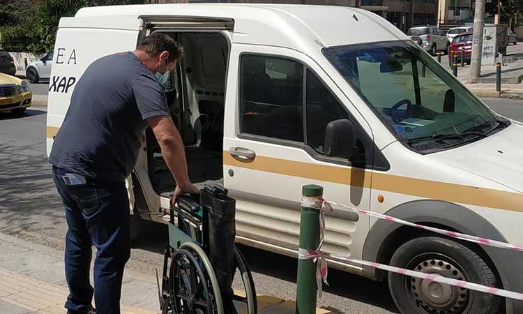 Δύο αναπηρικά αμαξίδια στο Κέντρο Ειδικών Ατόμων «Η Χαρά» παρέδωσε ο ΟΚΠΑΔΒ