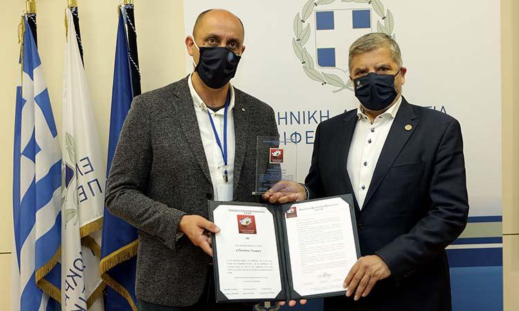 Απονομή τιμητικής πλακέτας στον Γ. Πατούλη από την Πανελλήνια Ομοσπονδία Προσωπικού του ΕΚΑΒ