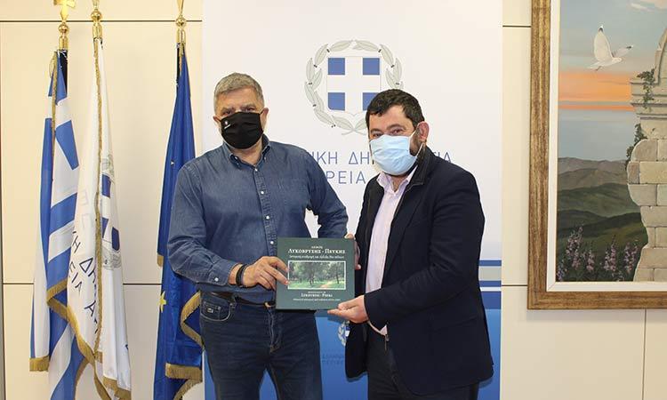 Για εν εξελίξει έργα στον Δήμο Λυκόβρυσης-Πεύκης συζήτησαν Γ. Πατούλης και Τ. Μαυρίδης