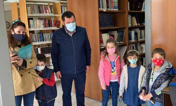 Η Δημοτική Βιβλιοθήκη Λυκόβρυσης-Πεύκης βράβευσε τους μικρούς της «βιβλιοφάγους»