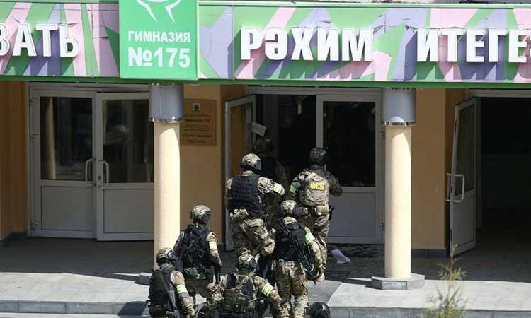 Ρωσία – Καζάν: Μαθητές πηδούν από τα παράθυρα για να αποφύγουν τα πυρά
