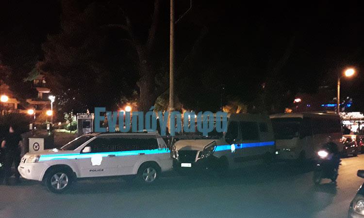 Σε ασφυκτικό αστυνομικό κλοιό η πλατεία Άη Γιάννη στην Αγία Παρασκευή