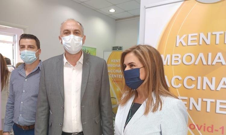 Επίσκεψη Στρ. Σαραούδα-Ζ. Ράπτη στο εμβολιαστικό κέντρο Μεταμόρφωσης
