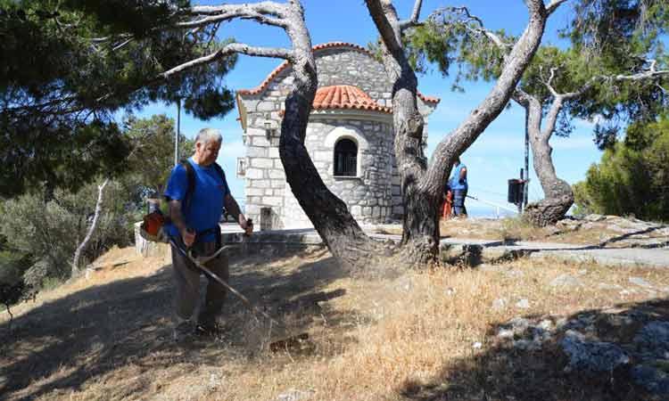 Ομάδα εθελοντών και εργαζομένων του ΣΠΑΠ συμμετείχε στον καθαρισμό του λόφου του Πρ. Ηλία Νέας Πεντέλης