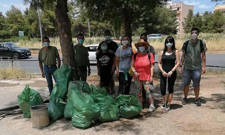6.000 λίτρα σκουπιδιών συλλέχθηκαν από την εθελοντική δράση καθαρισμού του Δήμου Νέας Ιωνίας στο άλσος Βεΐκου
