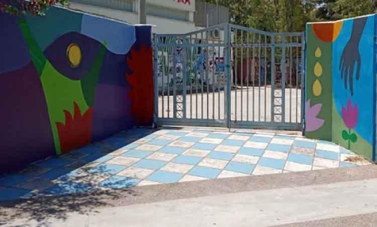 Μαθητές και καθηγητές έδωσαν χρώμα και ζωντάνια στην περίφραξη του σχολικού συγκροτήματος του Γυμνασίου-Λυκείου Παπάγου