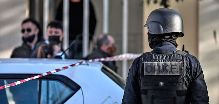 Θήβα: Καταιγισμός από σφαίρες σε ανταλλαγή πυροβολισμών από Ρομά – Πέντε τραυματίες
