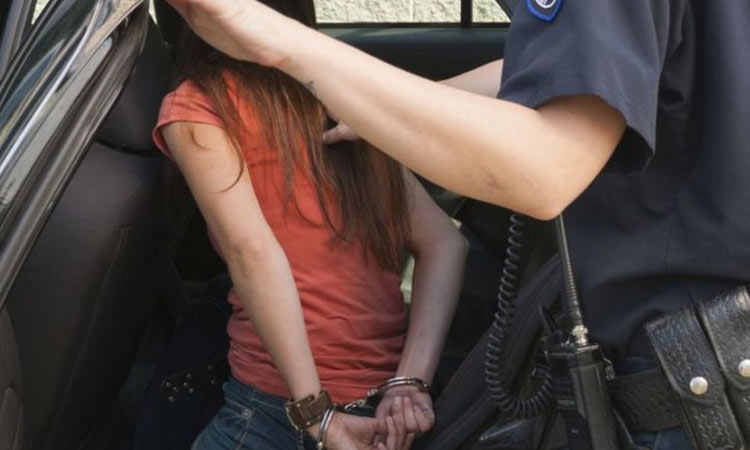 Συνελήφθη 17χρονη με την κατηγορία ότι μαχαίρωσε δύο ανήλικες στον Κολωνό