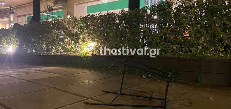 Θεσσαλονίκη: Τριάντα ροπαλοφόροι επιτέθηκαν σε παρέα που καθόταν σε καφετέρια