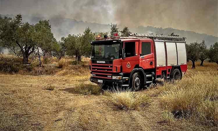 Νέα φωτιά στους πρόποδες της Πάρνηθας – Επιχειρούν ισχυρές δυνάμεις
