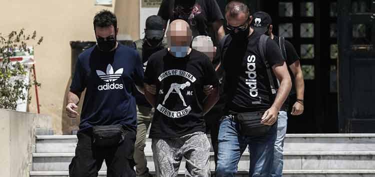 Ηλιούπολη – Αστυνομικός που φέρεται να βίαζε και να εξέδιδε την 19χρονη: «Θα σου φυτέψω σφαίρα στο κεφάλι»