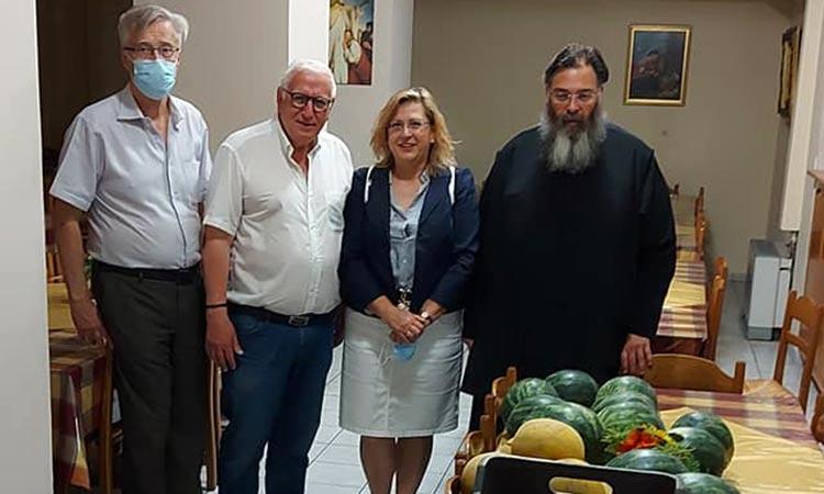 Φρούτα για τους αδύναμους οικονομικά πολίτες σε Λυκόβρυση και Πεύκη, από τη Γ' Λαϊκή Αγορά Αθηνών