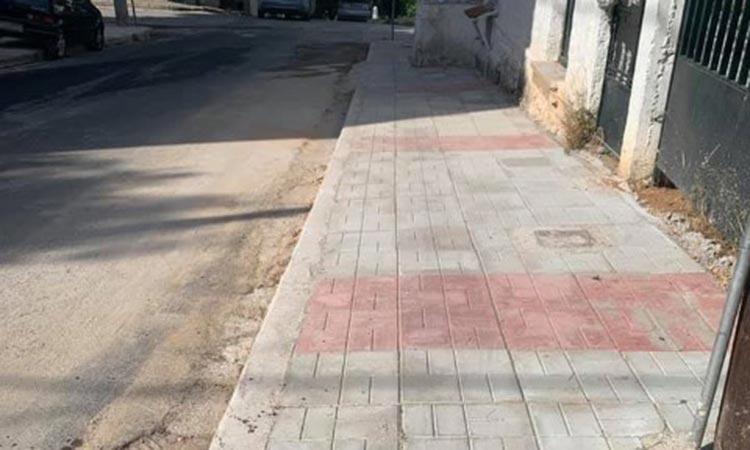 Αποκατάσταση επικίνδυνων σημείων σε πεζοδρόμια στη Ν. Ερυθραία