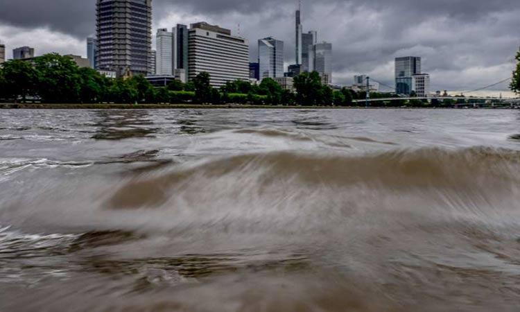 Έξι νεκροί, δεκάδες αγνοούμενοι και γκρεμισμένα σπίτια από πλημμύρες σε Γερμανία και Βέλγιο