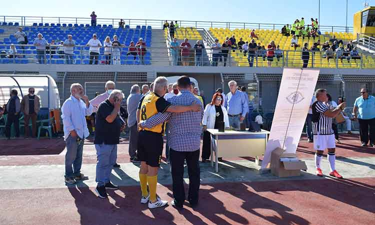 Οι παλαίμαχοι της ΑΕΚ και του ΠΑΟΚ τίμησαν τον «Δικέφαλο Αετό» σε φιλικό αγώνα στη Νέα Ιωνία
