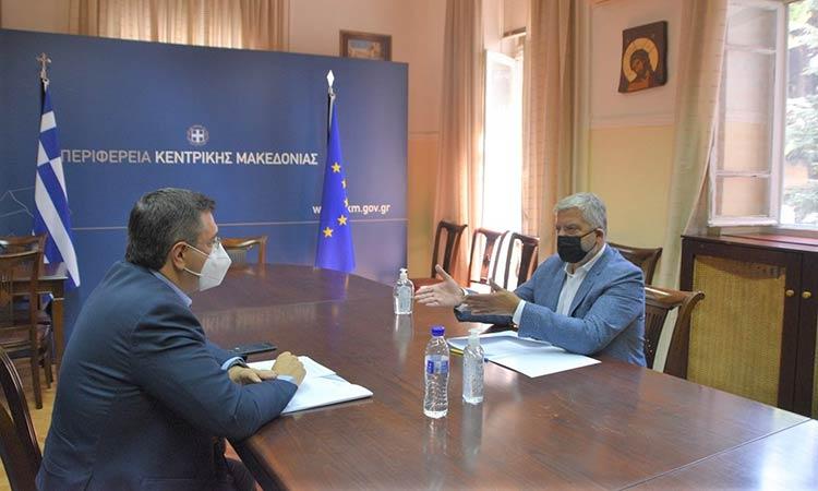 Για την περιφερειακή διακυβέρνηση συζήτησαν Γ. Πατούλης και Απ. Τζιτζικώστας